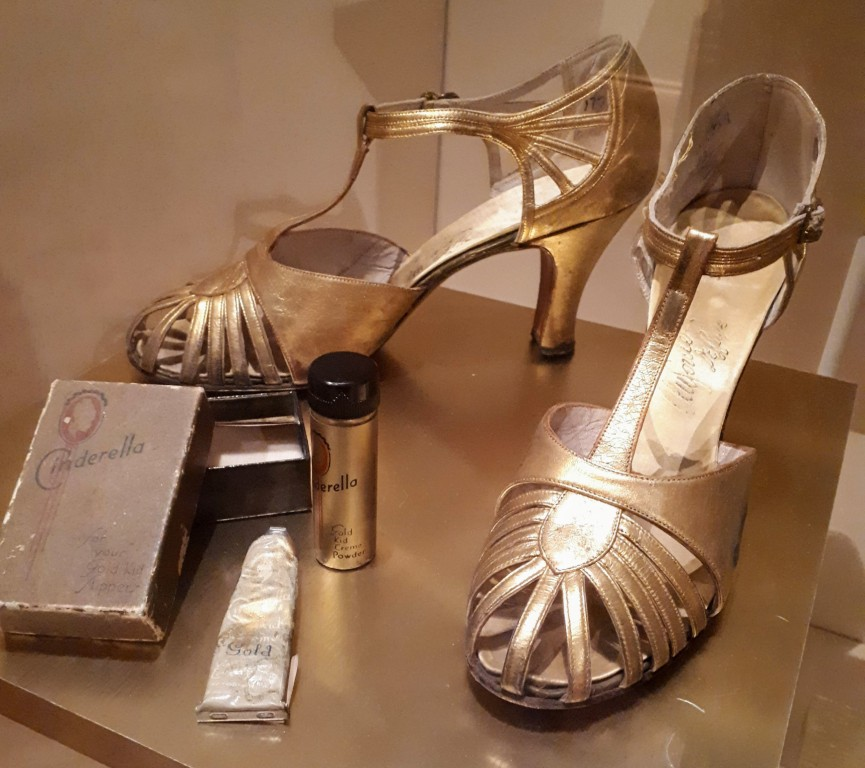 1930s golden evening shoes (French or Belgian). Yes, please.